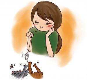 女孩陪貓玩逗貓棒