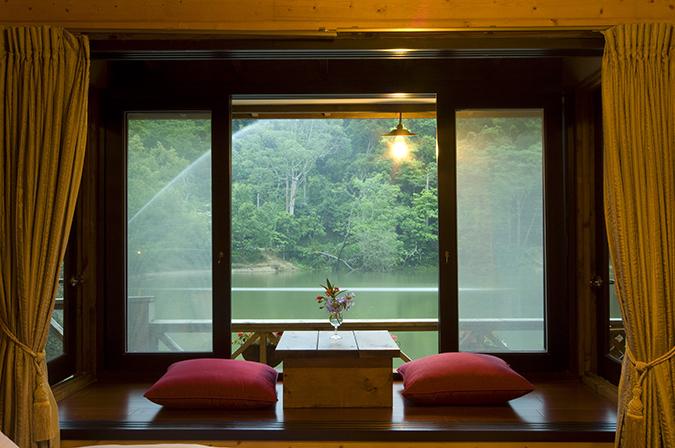 苗栗寵物景點住宿推薦-湖畔花時間-湖畔浪漫窗景