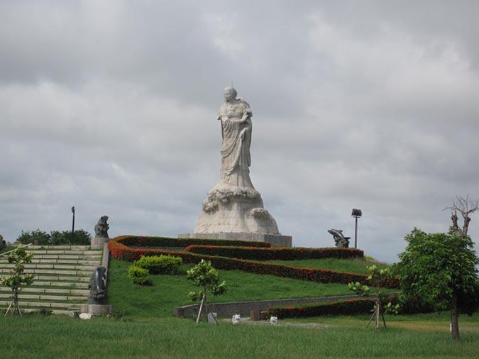 公園中的著名地標:林默娘雕像