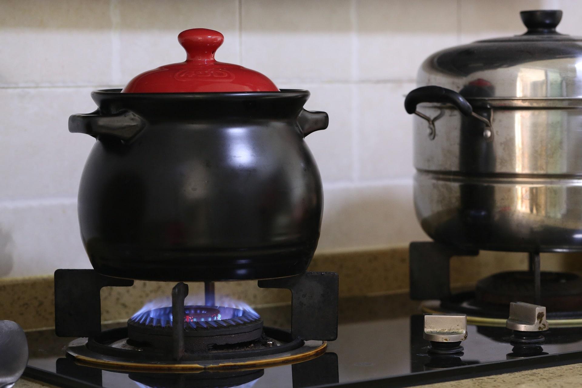廚房等容易發生危險的區域要多留心毛孩子進入